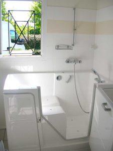 Installation de baignoire à porte vallon premium senior bains