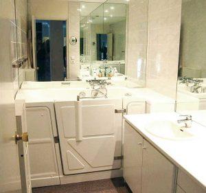 baignoire avec porte vallon premium pour petits espaces
