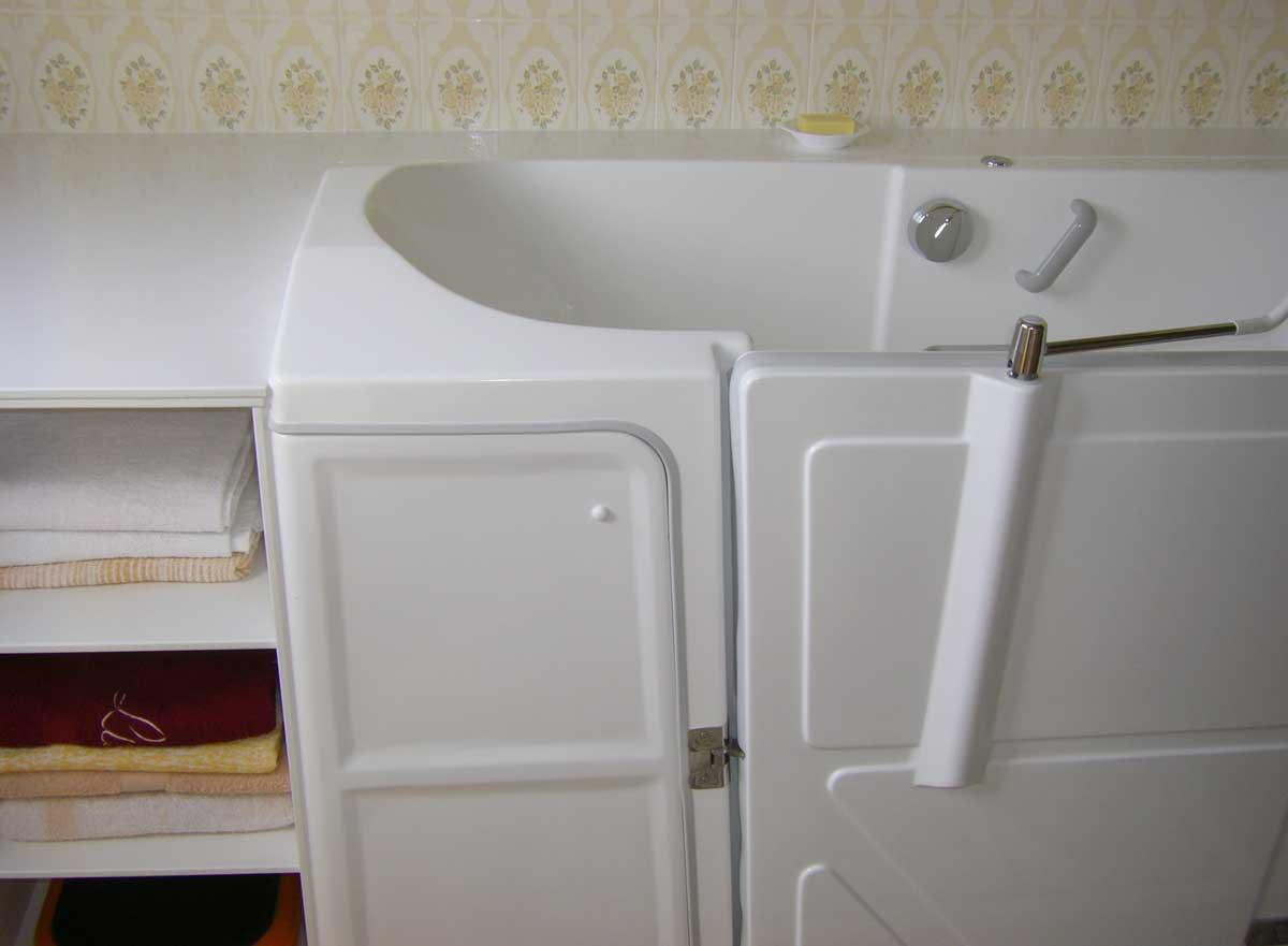 Meuble bonneti re pour baignoire porte senior bains for Meuble bonnetiere