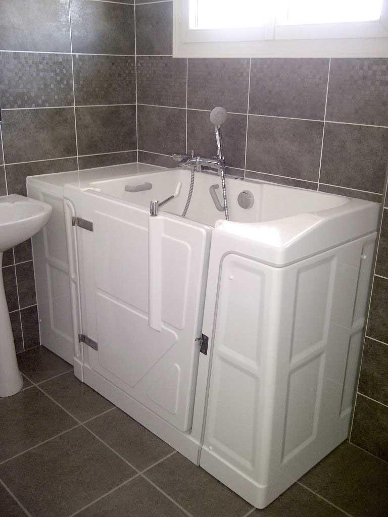 Aide la toilette pour personnes mobilit r duite pmr for Baignoire de petite taille