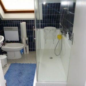 Douche confort avec porte coulissante sur mesure