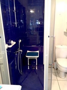 Douche pour seniors bleu marine senior bains