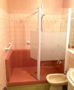 Installation d'une douche confort pack rouge et beige