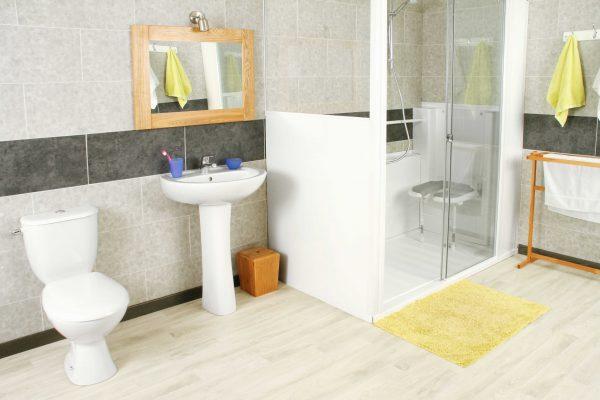 Installation de douche access sur mesure et son siège rabattable