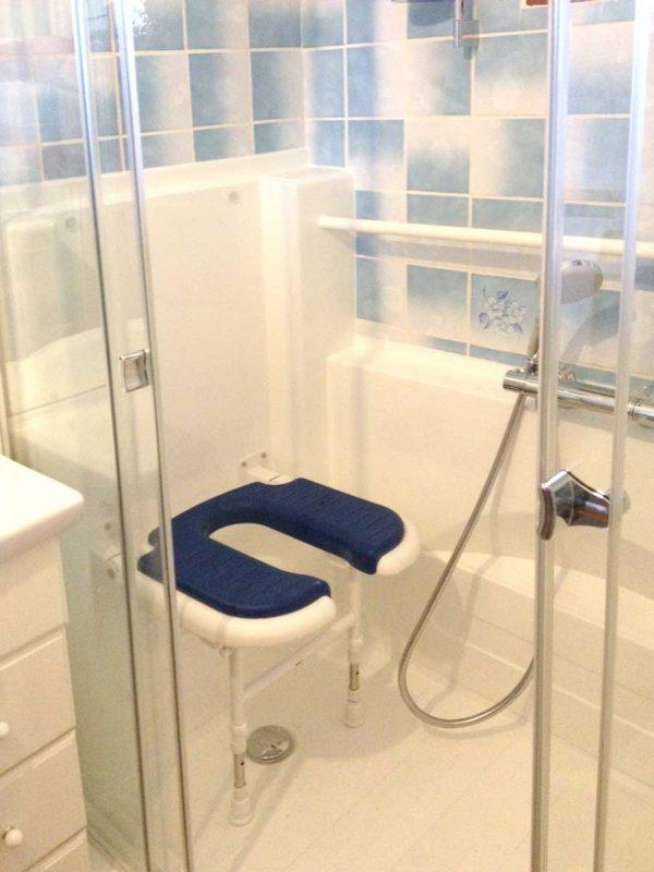 pare douche coulissant s curit pour douche senior senior bains. Black Bedroom Furniture Sets. Home Design Ideas