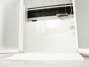 Rampe d'accès pour douche senior