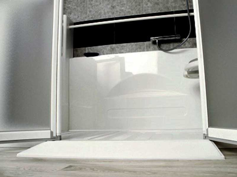 rampe acces douche senior bains installation douche senior seniorbains. Black Bedroom Furniture Sets. Home Design Ideas