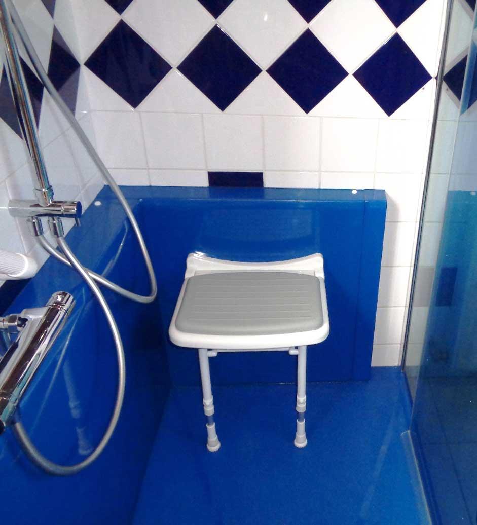 Sige de douche mural finest tabouret de douche avec - Siege mural rabattable ...