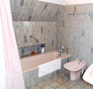 Avant l'installation d'une douche confort dans un petit espace