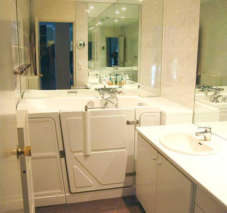 Baignoire avec porte pour petits espaces