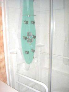 Colonne de douche hydromassante en option avec la douche Access