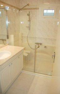 Douche Senior Access avec siège de douche rabattable