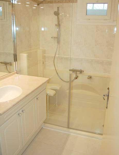 La touche déco : associez votre douche senior ACCESS avec la couleur de votre carrelage!