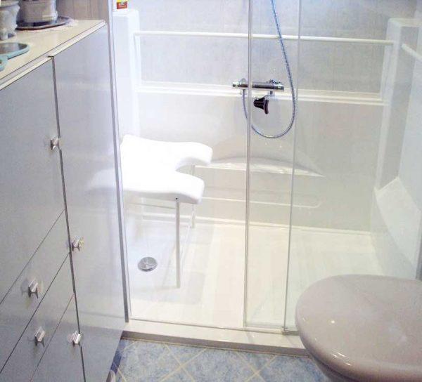 Douche à l'italienne pour handicapés et personnes agées