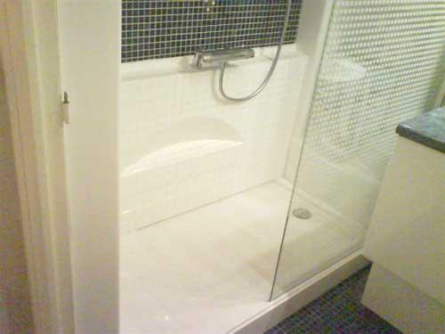 La douche sécurisée ACCESS s'adapte à tous les handicaps