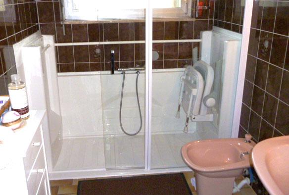 Gagnez de la place dans votre salle de bain grâce à la douche senior ACCESS