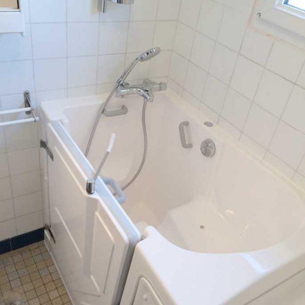 Installation d'une baignoire Senior Bains