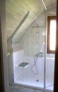 Installation d'une douche confort pack sous une soupente