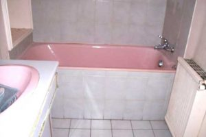 Installation d'une douche senior Access avec rampe d'accès avant remplacement