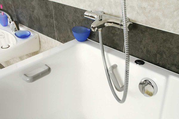 barre de maintien pour baignoire ou douche poign e d acc s au bain senior bains. Black Bedroom Furniture Sets. Home Design Ideas