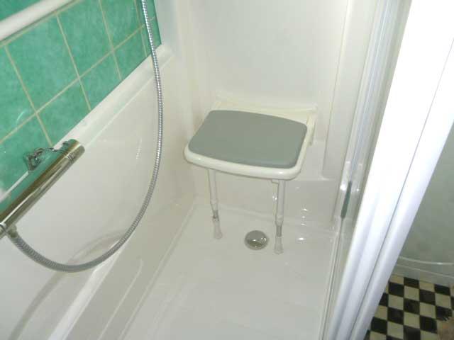 le si ge de douche bien le choisir senior bains. Black Bedroom Furniture Sets. Home Design Ideas