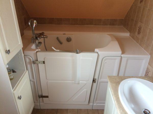 remplacement et installation de baignoire pour handicap et s nior senior bains. Black Bedroom Furniture Sets. Home Design Ideas
