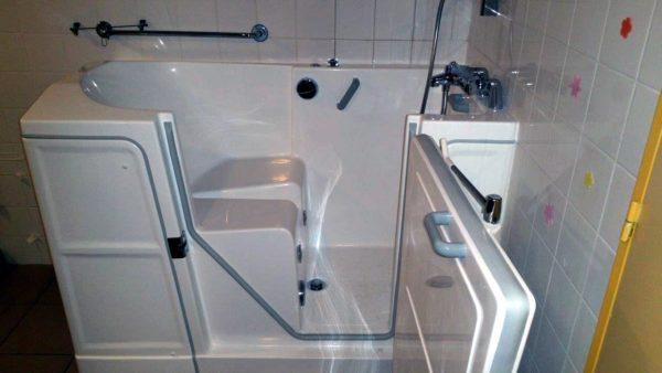 Installation baignoire à porte balnéo